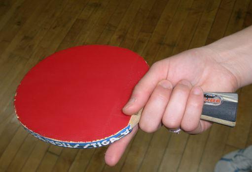 cách cầm vợt bóng bàn ngang